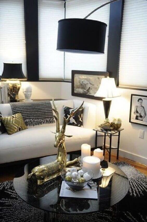 decoração moderna para sala de estar com mesa de centro redonda preta