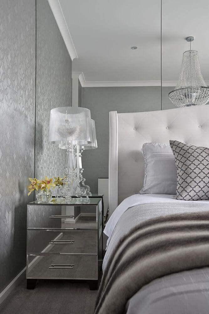 decoração quarto moderno com criado mudo espelhado