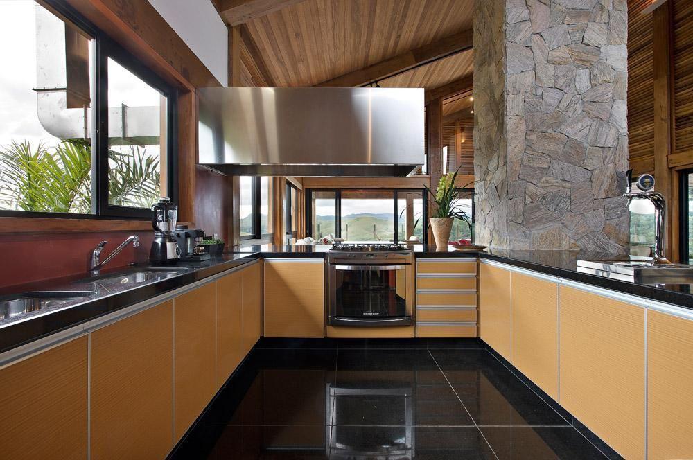 decoração rústica com armário de cozinha modulado em tons de amarelo