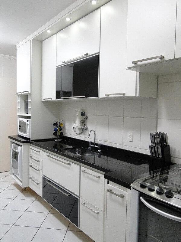 decoração simples com armário de cozinha planejado