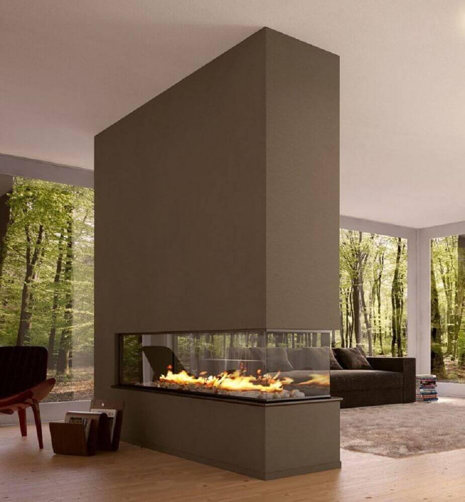 decoração sofisticada com lareira de canto grande