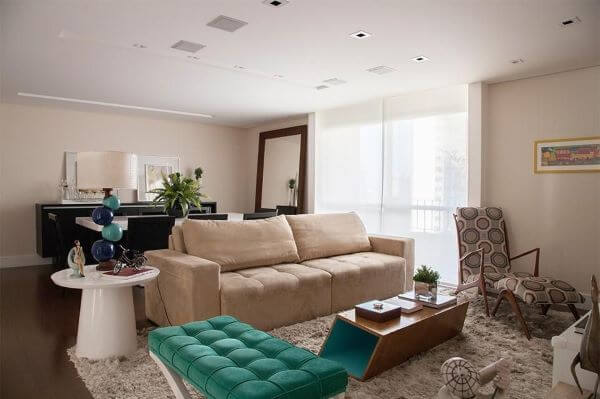 Sofá retrátil bege para sala de estar com poltrona tiffany