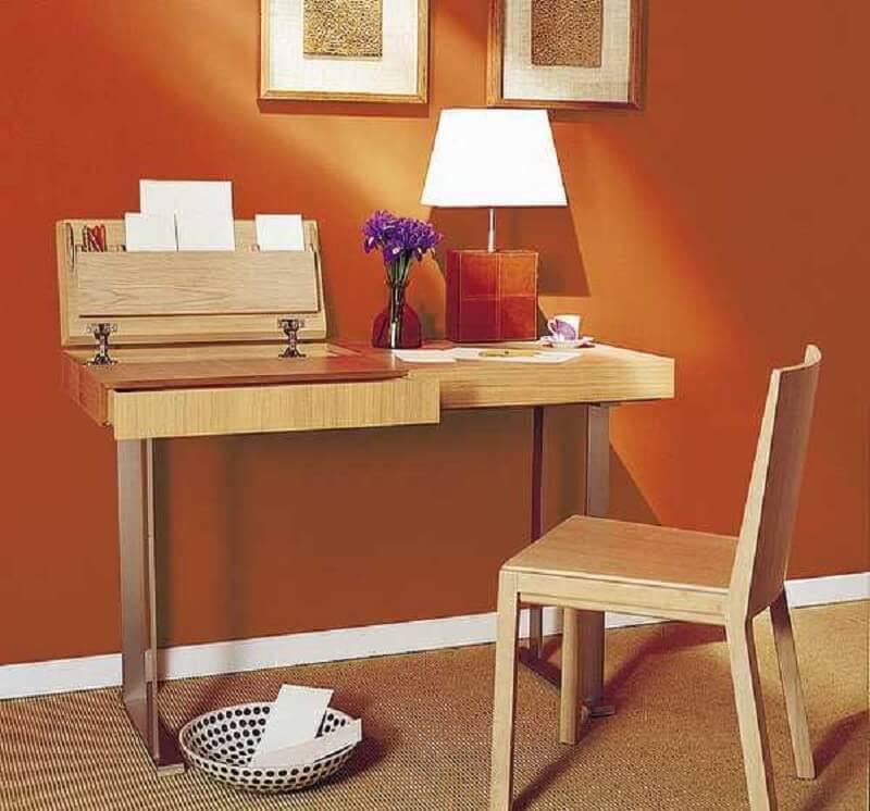 escrivaninha simples de madeira