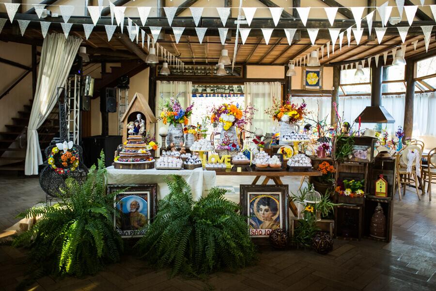 festa de casamento com tema de festa junina