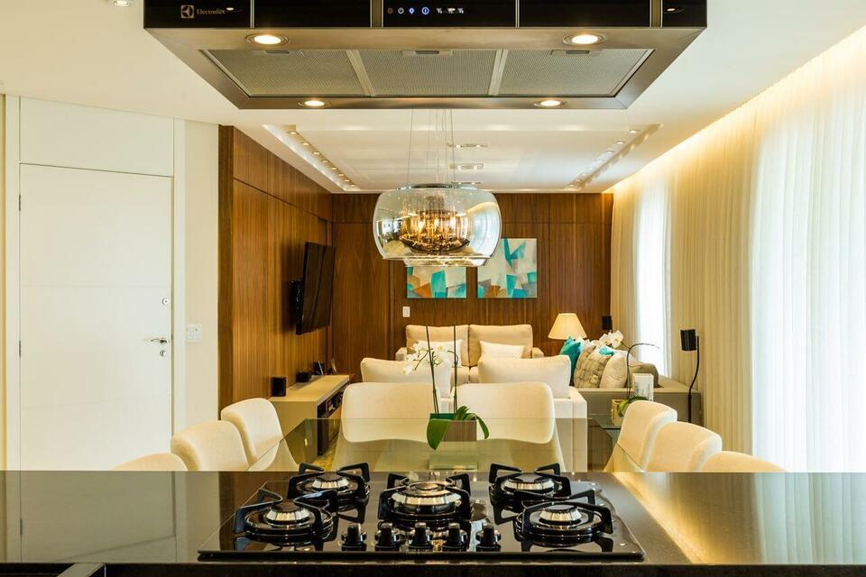 granito preto - cozinha gourmet com cooktop integrada ao jantar