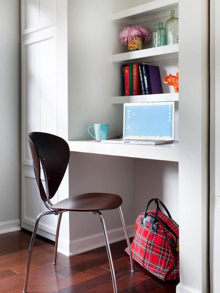 home office pequeno com estilo simples