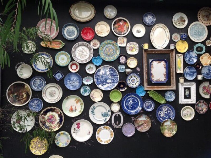 ideias par decorar paredes com pratos decorativos