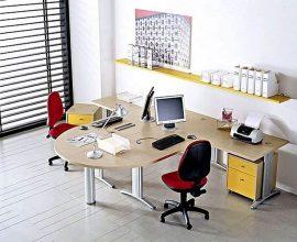 madeira para mesa e cadeira para escritório vermelha