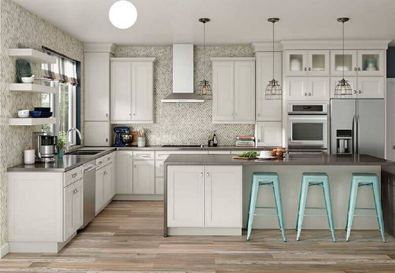 modelo de armário de cozinha com decoração clássica e ilha