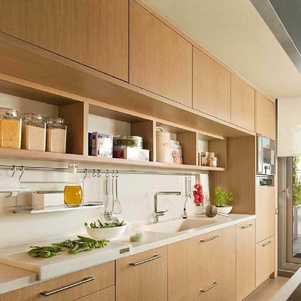 modelo de armário de cozinha planejado todo em madeira