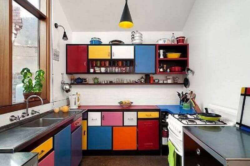 modelo-de-armários-para-cozinha-com-decoração-colorida