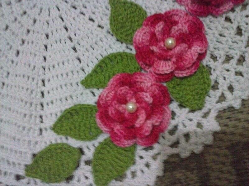 modelo de flores e folhas de crochê para aplicação