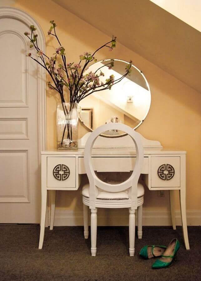 modelo de penteadeira branca com espelho redondo