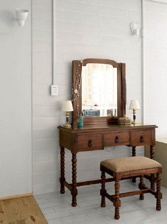 modelo de penteadeira com espelho de madeira