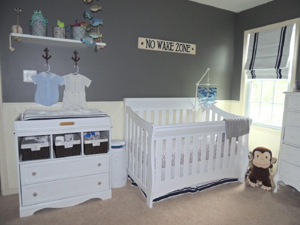 modelo simples de cômoda infantil para quarto de bebê decorado