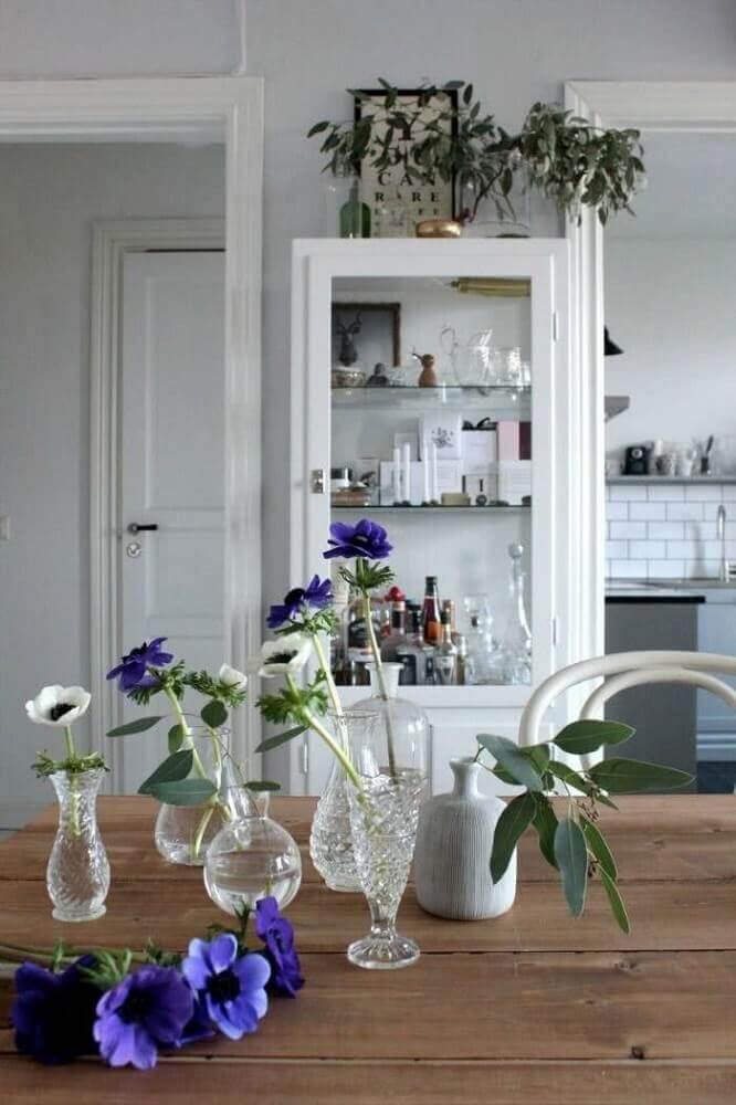modelos de cristaleiras branca para sala de jantar decorada