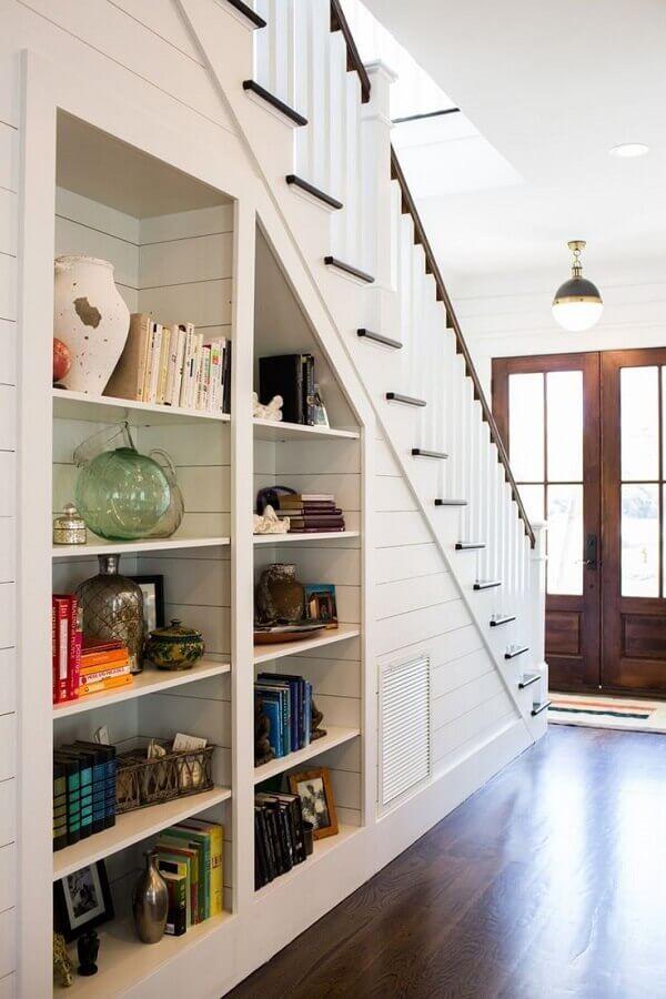 nichos para decoração embaixo da escada