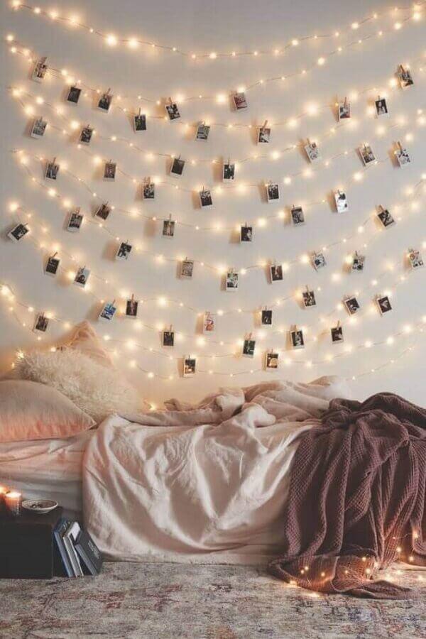 paredes decoradas com fotos e pisca pisca