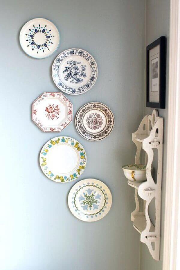 pratos estampados para decoração de parede
