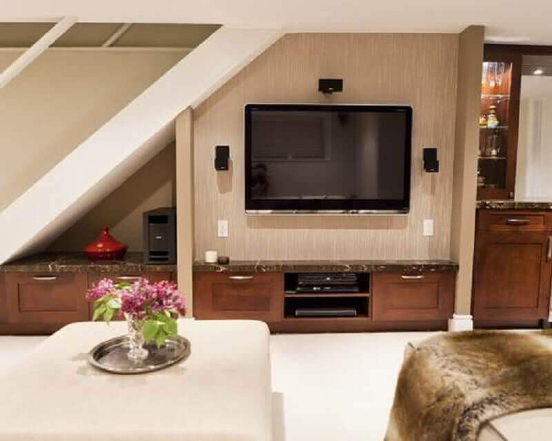 rack embaixo da escada ela sala de estar