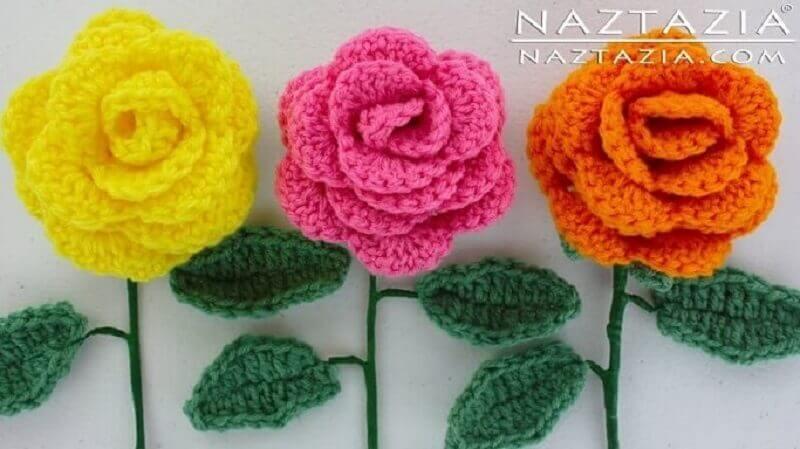 rosas de crochê com folhas em crochê