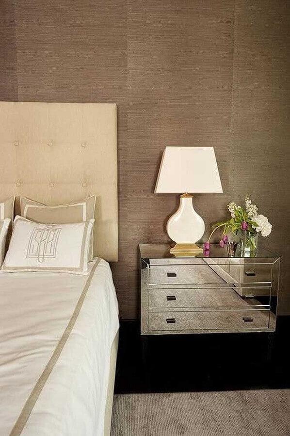 tons de bege para decoração de quarto com criado mudo espelhado  Foto Houzz