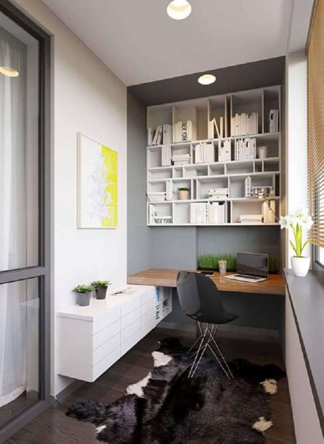 varanda com home office pequeno planejado