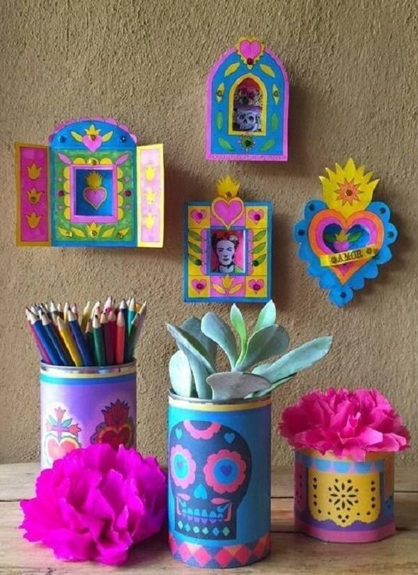 As latas decoradas podem receber um acabamento colorido