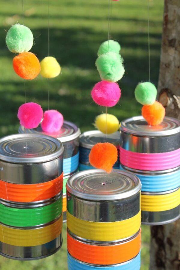 Complemente a decoração da festa com latas coloridas