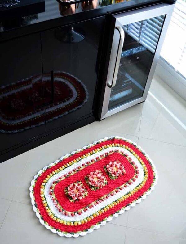 Posicione o tapete de crochê oval próximo à pia para evitar que o chão fique molhado