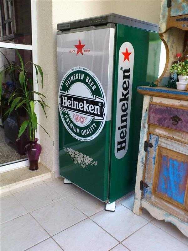 Adesivo de geladeira com a marca Heineken. Fonte: Mercado Livre