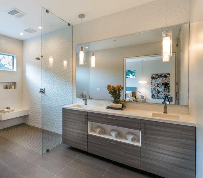 Armário de banheiro com nicho e duas pias embutidas