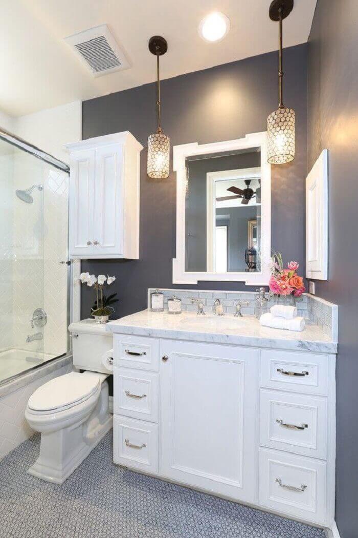 Armário de banheiro na cor branca