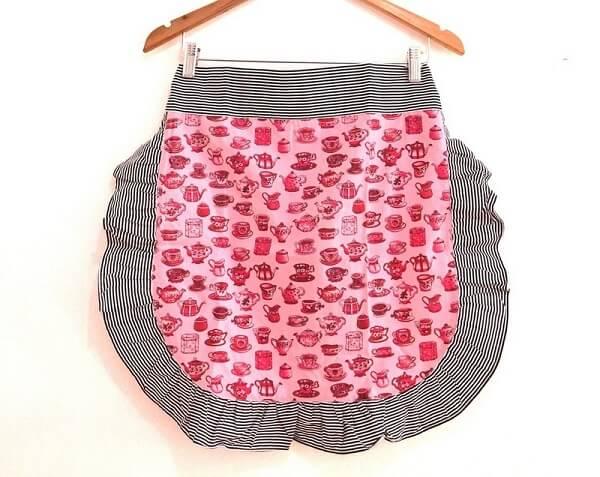 Artesanato em tecido avental com babado