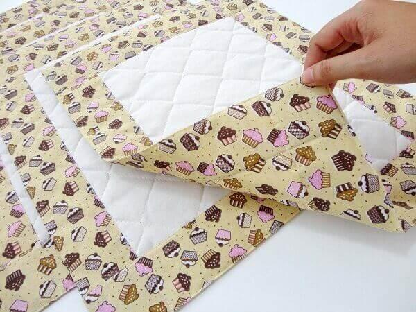Artesanato em tecido jogo americano com barrado