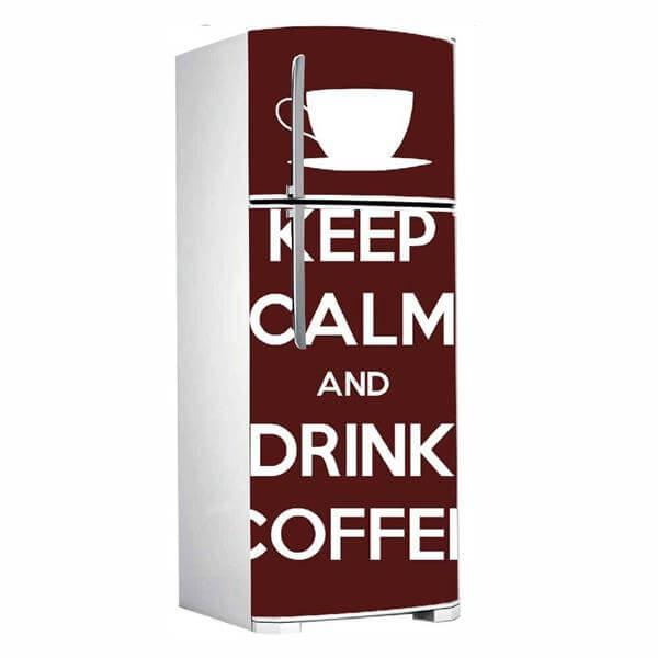 As frases também fazem muito sucesso na decoração de geladeira. Fonte: xadesivos.com.br