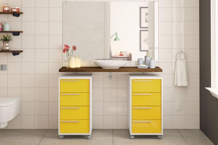 Banheiro com gaveteiro duplo amarelo