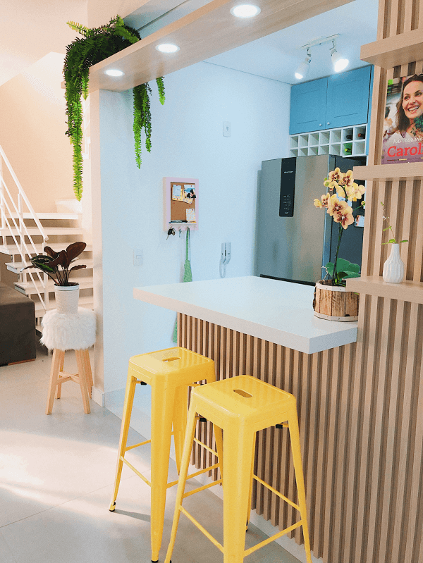 Banquetas para cozinha amarela e banqueta com assento de pêlos