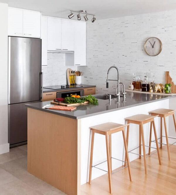 Banquetas para cozinha sem encosto em cores claras
