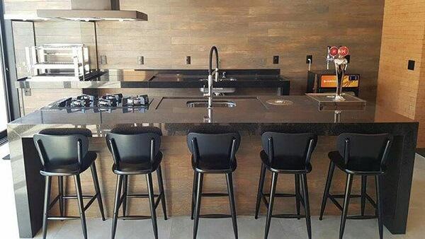 Banquetas para cozinhas pretas de madeira