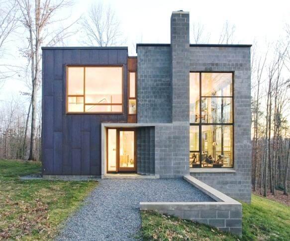 Casa de alvenaria com blocos de concreto visíveis