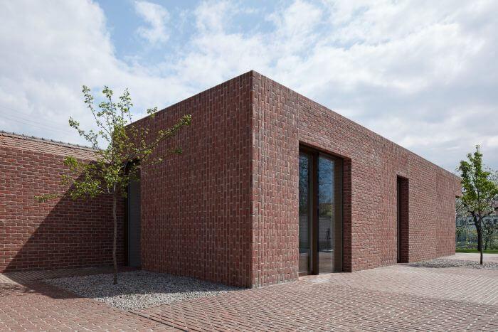 Casa de alvenaria minimalista com tijolos à vista