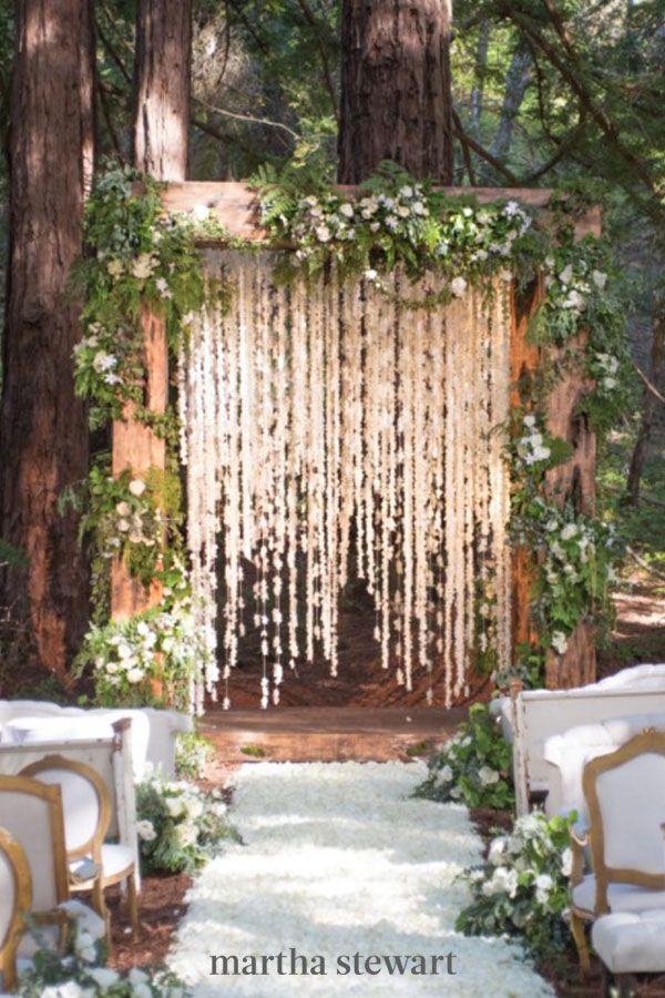 Casamento com painel de flores