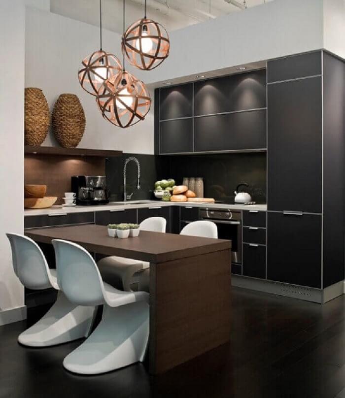 Cozinha pequena com armários planejados