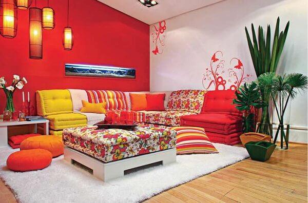 Cores para sala com tom forte em vermelho