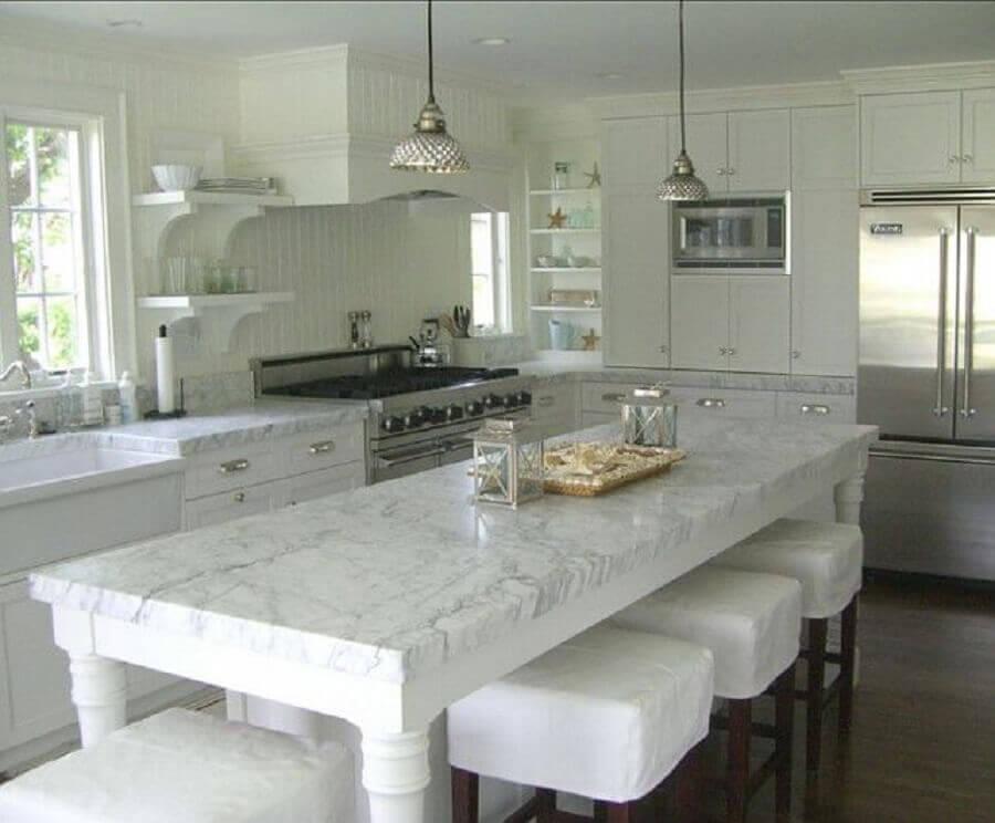 Cozinha ampla toda branca com mármore carrara Fonte Pumpernickel & Rye