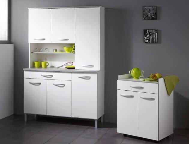 Cozinha com armário multiuso alto e baixo