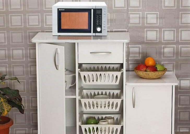 Cozinha com armário multiuso com fruteira