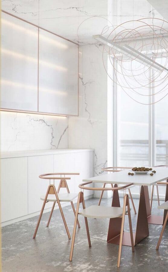 Cozinha moderna e clena decorada em tons de rose e mármore branco - Foto Pinterets