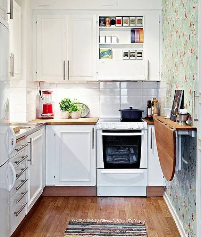 Cozinha pequena com móveis funcionais
